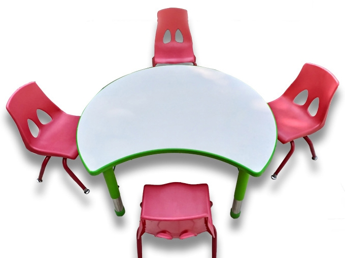 Childrens table set can be adjusted up and down